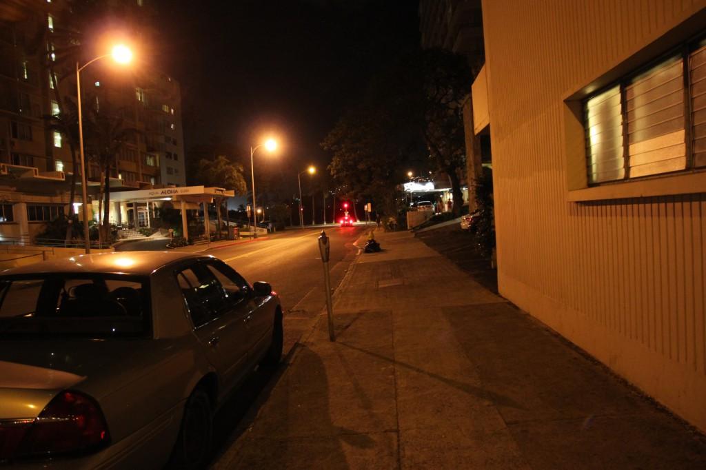 ワイキキサンドビラ,夜間
